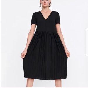 Zara Black Vneck Pleated Midi Dress